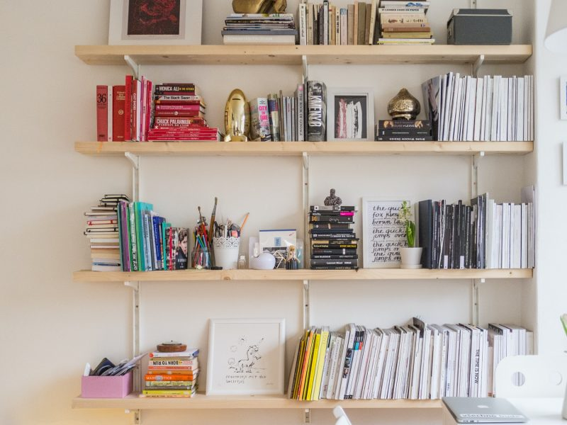 3 Benefits of Installing Bookshelf Speakers into Stands